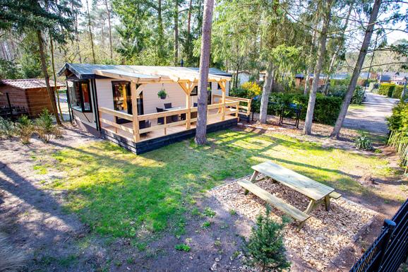 Luxe chalet in Doornspijk met ruime veranda voor max. 4 personen