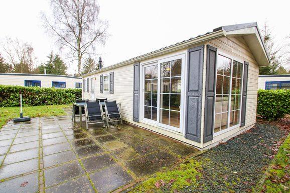 Luxe chalet in Epe met ruime tuin en terras voor max. 4 personen