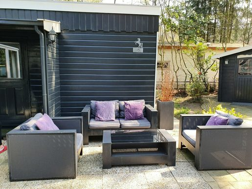 Luxe chalet met ruime tuin en loungeset voor max. 4 personen