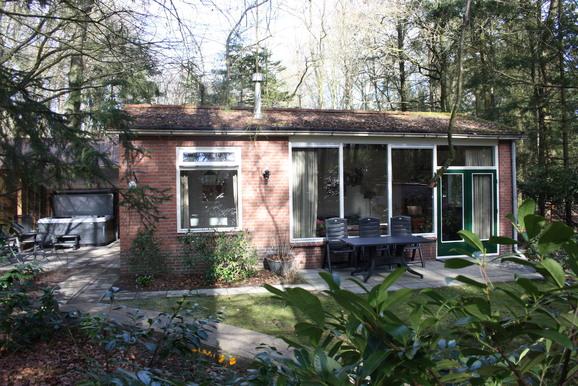 Vakantiehuisje in Epe met jacuzzi voor max. 4 personen