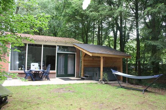 Vakantiehuisje in Epe met jacuzzi voor max. 6 personen